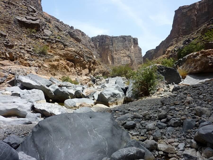 Offroad durch das Wadi Bani Awf auf unserem Oman Roadtrip