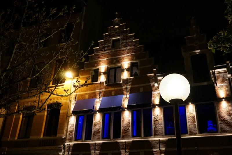 Antwerpens Gebaeude bei Nacht
