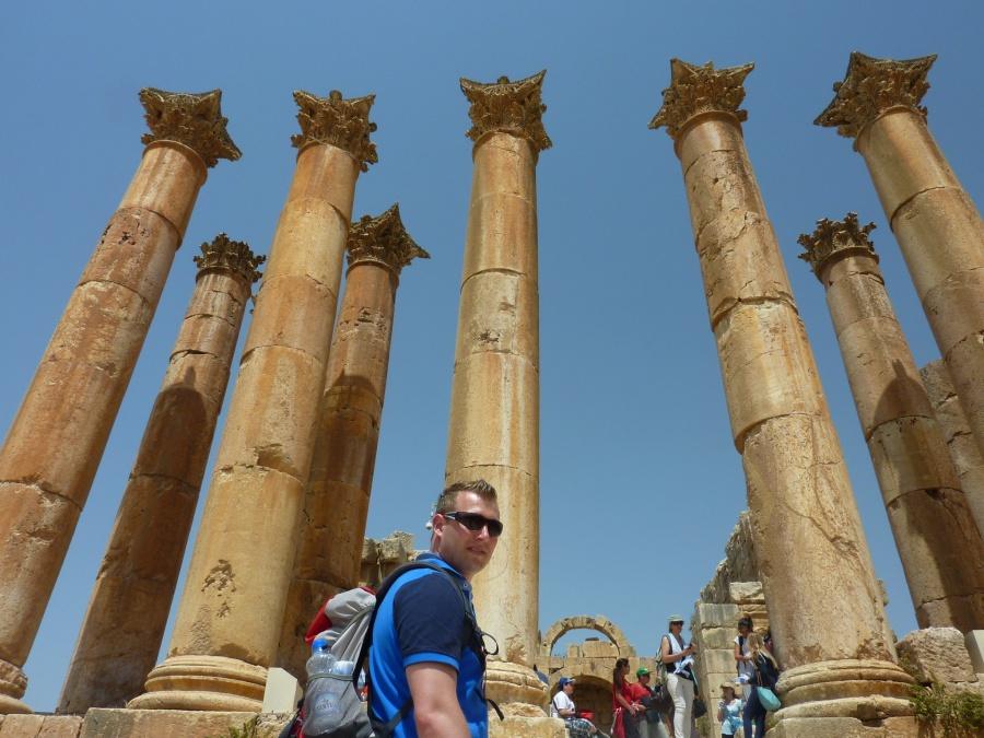 Saeulen in der roemischen Ruinenstadt Jerash