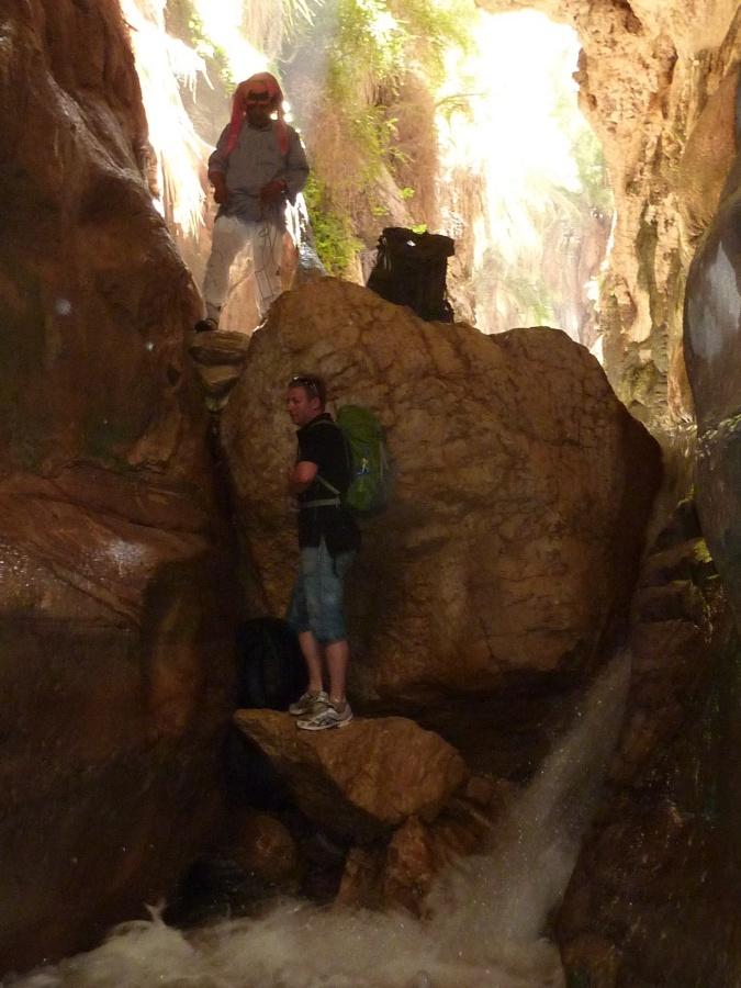 Trekking im Wadi Bin Hammad