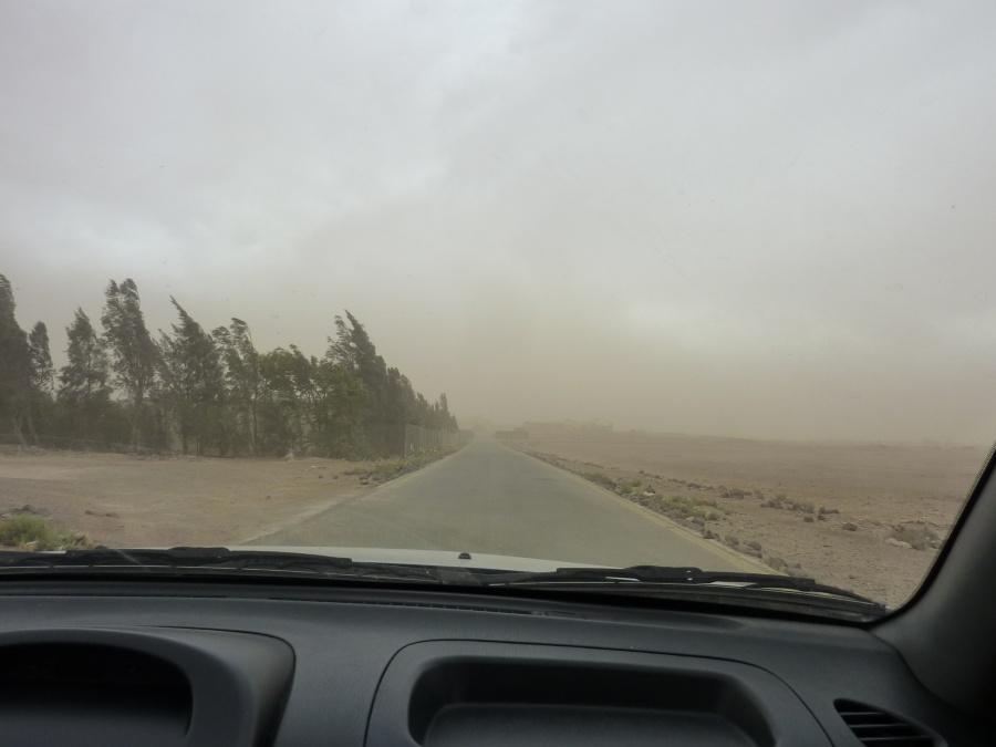 Im Sandsturm durch die jordanische Wueste