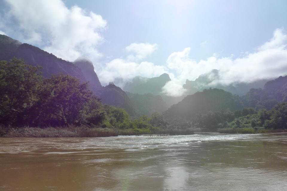 Wolken über dem Nam Ou in Nong Khiaw