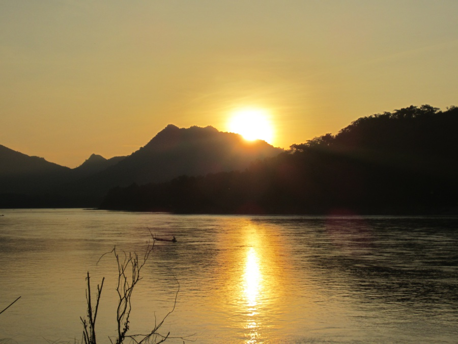 Sonnenuntergang am Mekong in Laos