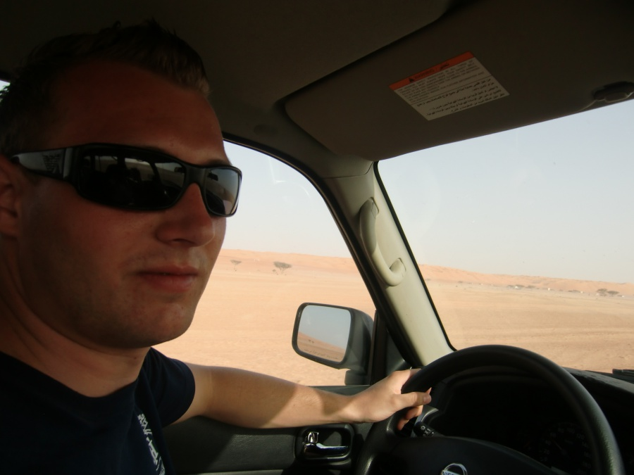 Offroad durch die Wueste beim Roadtrip durch den Oman