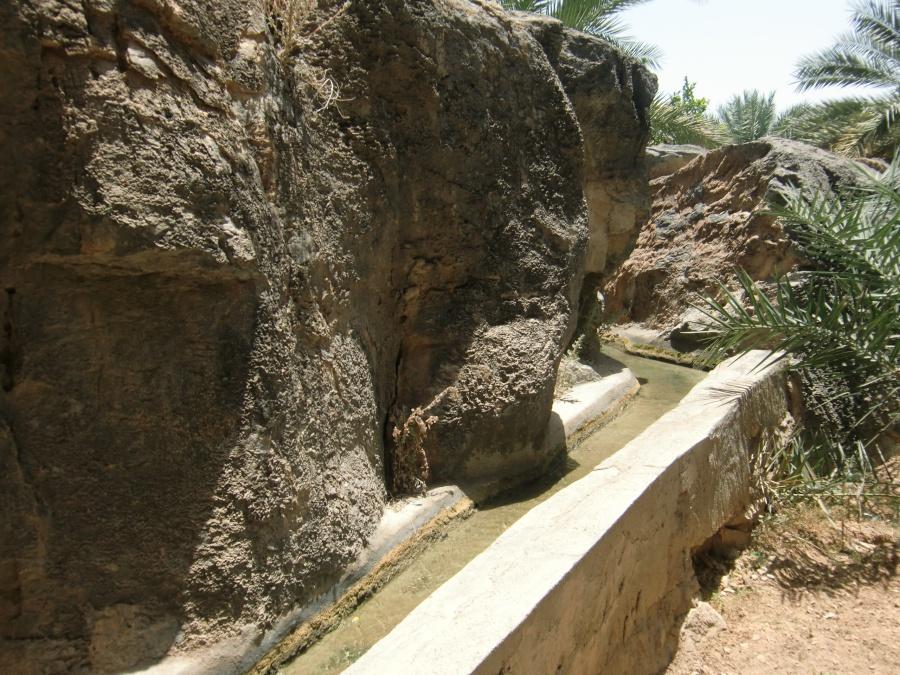 Die Bewaesserung im Oman funktioniert zum Großteil noch über die traditionellen Falaj Systeme