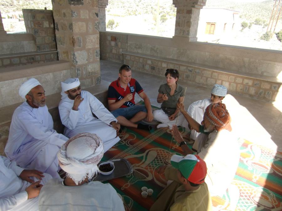 Ein Tag mit Einheimischen auf dem Jebel Akhdar - Einladung zum Tee bei den Dorfaeltesten