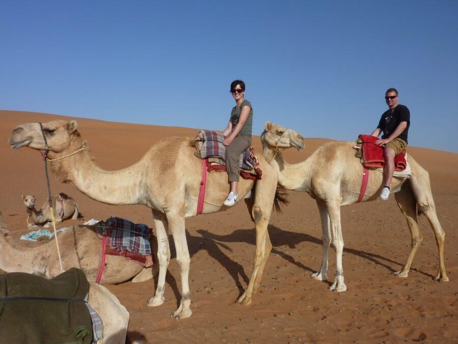 Kamelreiten in der Wueste Wahiba Sands im Norden von Oman