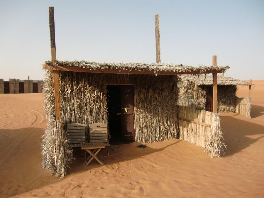 Huetten im Nomadic Desert Camp in der Wahiba Sands Wueste im Oman