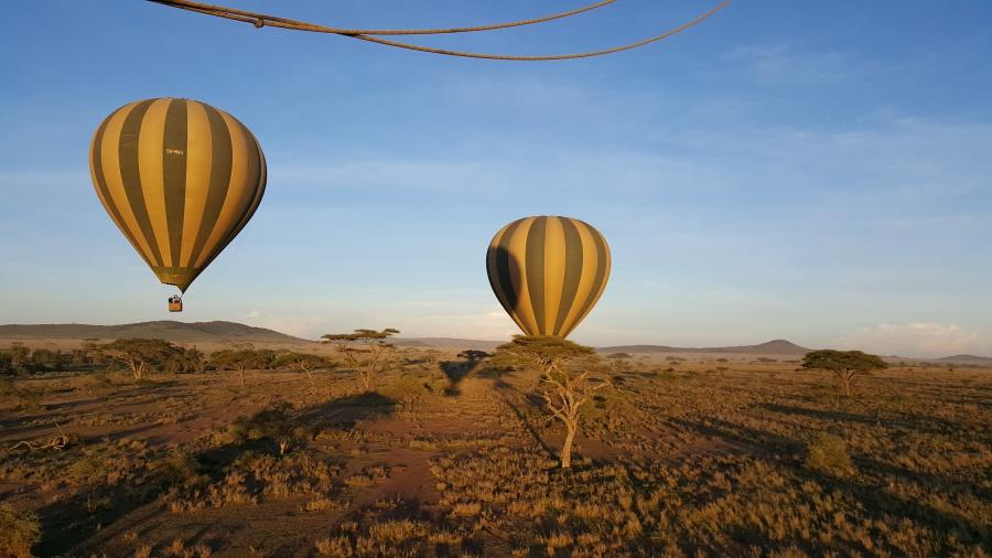 Mit dem Heißluftballon über die Serengeti in Tansania