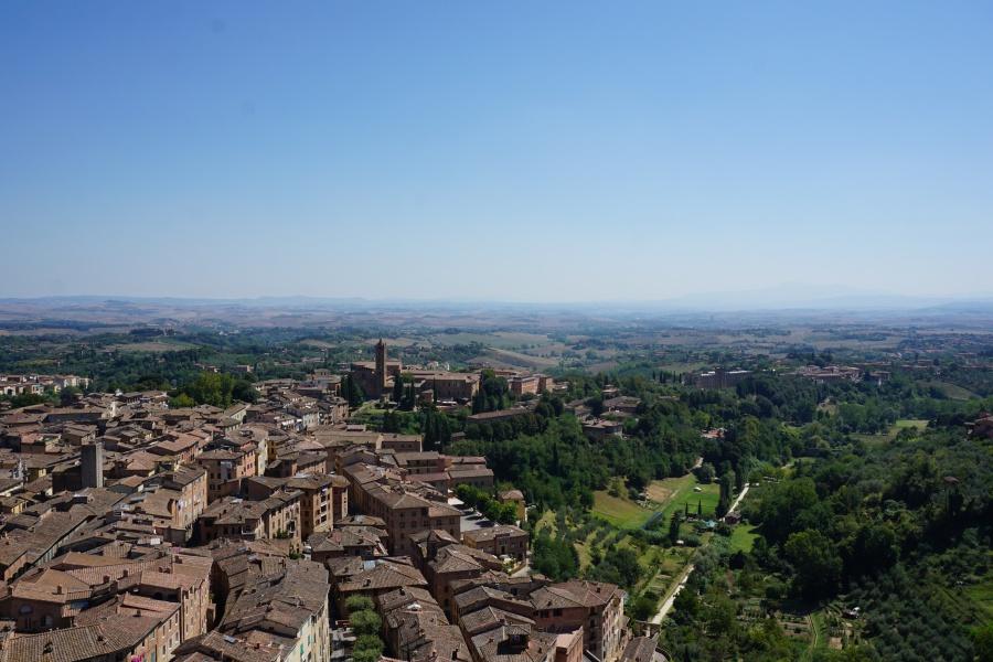 Blick ueber Siena vom Glockenturm des Palazzo Pubblico