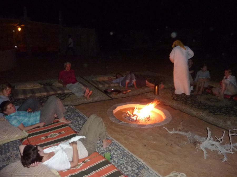 Am Lagerfeuer im Nomadic Desert Camp im Oman
