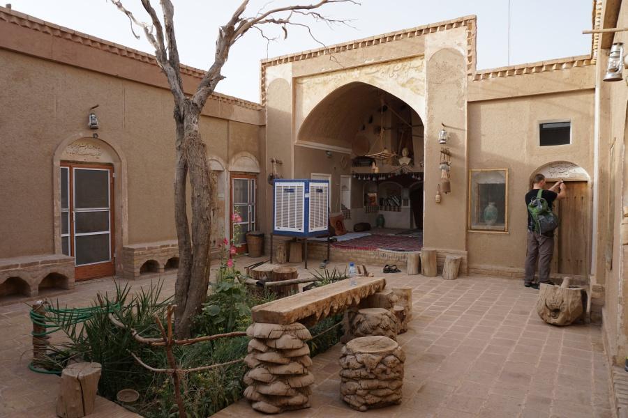 Die Barandaz Lodge in der Oase Farahzad bei Mesr am Rand der Dasht-e Kavir Wueste