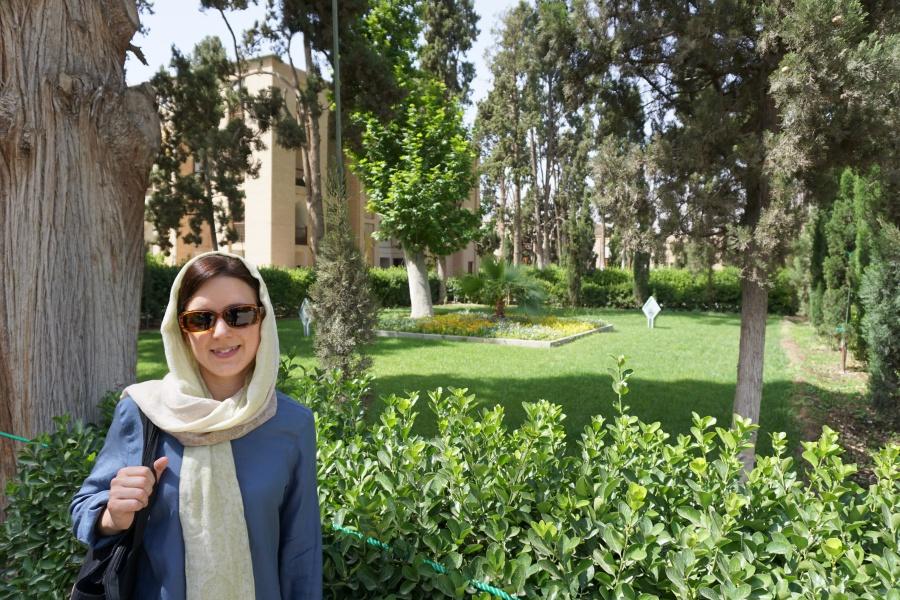 Lisa im Fin Garten in Kashan