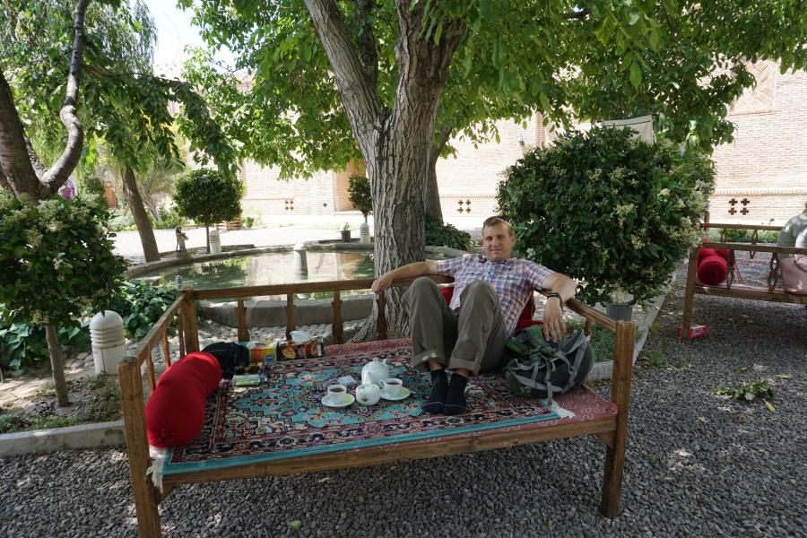 Pause in einem schattigen Teehaus in Qazvin
