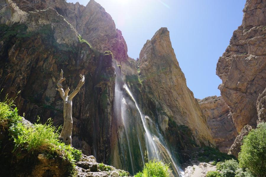 Margin Wasserfall zwischen Shiraz und Yasuj