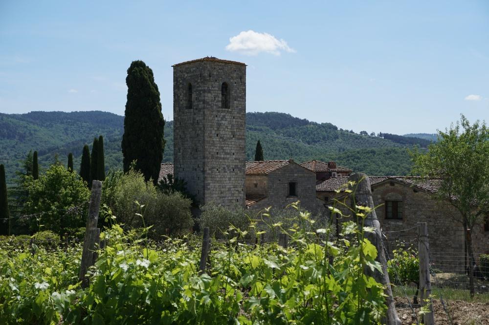 Das Castello di Spaltenna. Frueher eine Zitadelle mit mächtigem Glockenturm, heute ein Hotel im Chianti