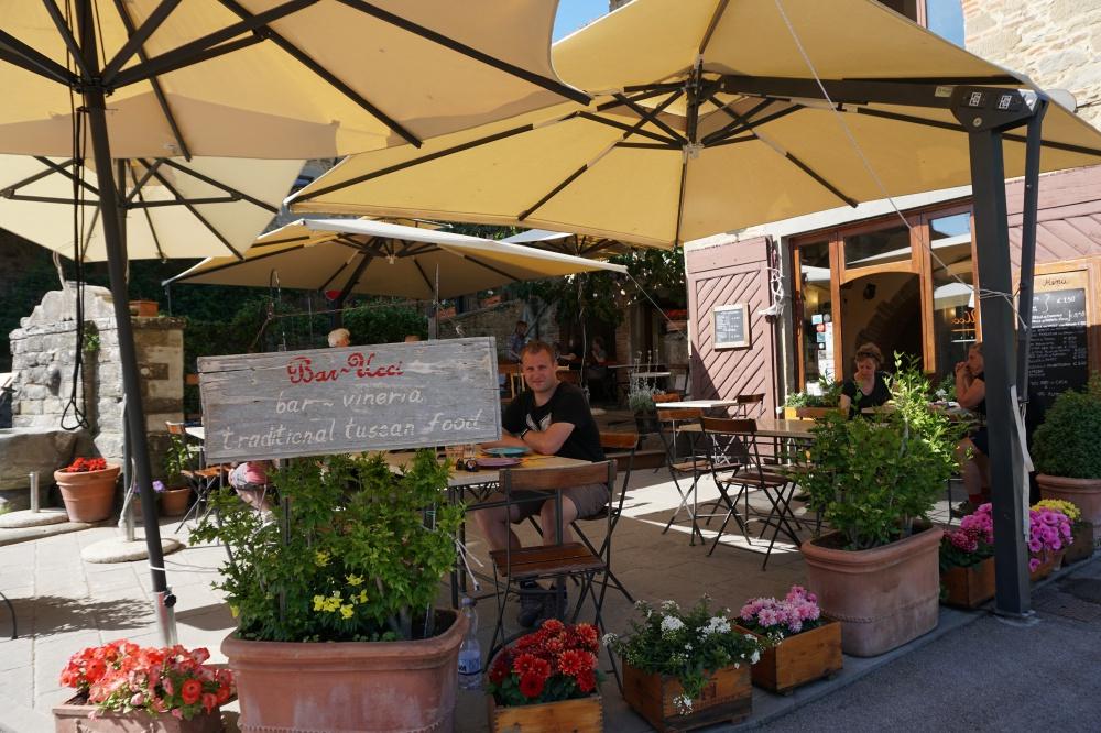 Die Bar Ucci in unserem Lieblingsdorf Volpaia