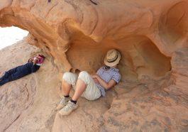 Pause beim Kameltrekking im Wadi Rum.