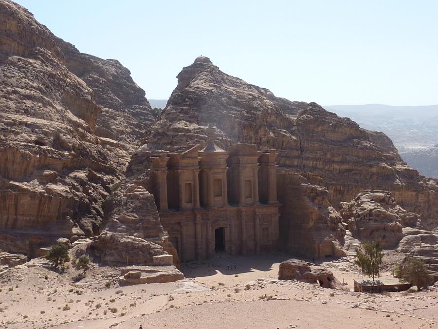 Der Blick auf das Kloster und die Umgebung belohnt den anstrengenden Aufstieg