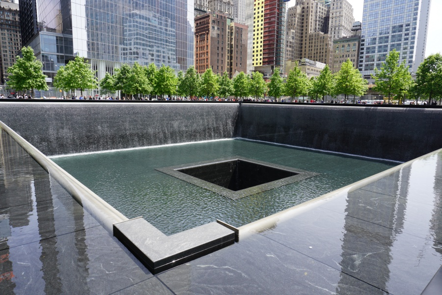 9/11 Memorial am One World Trade Center auf den Fundamenten der eingestuerzten Twin Towers