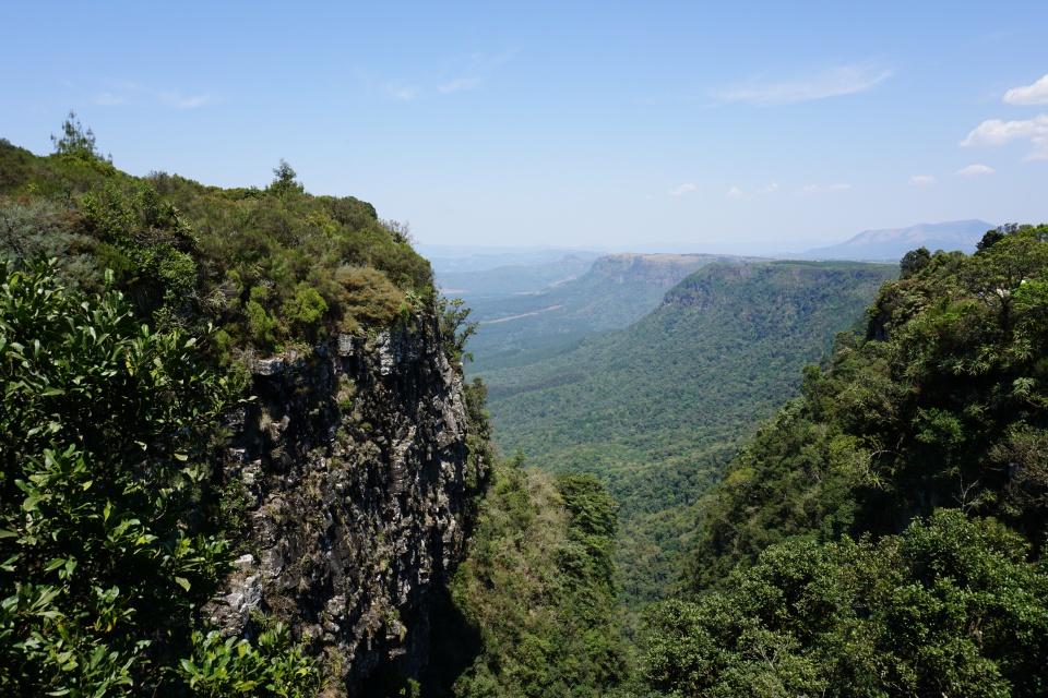 Ausblick über das Lowveld an der Panorama Route im Nordosten Suedafrikas