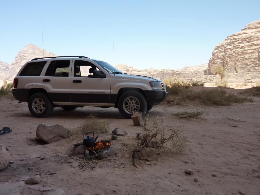 Pause im Wadi Rum. Es gibt guten beduinischen Tee