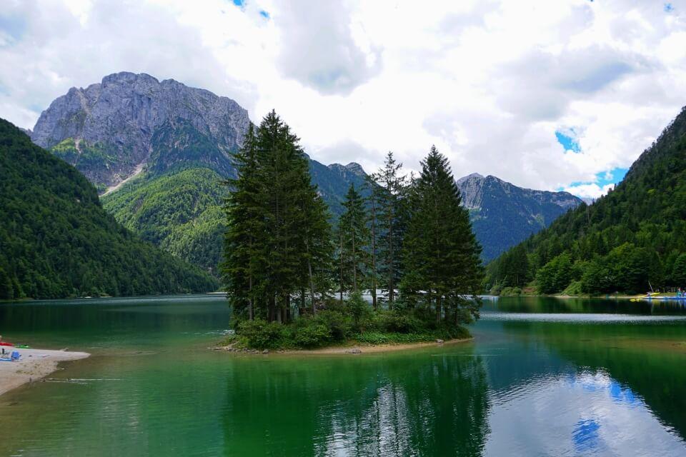 Der Lago del Predil in Italien nahe Slowenien