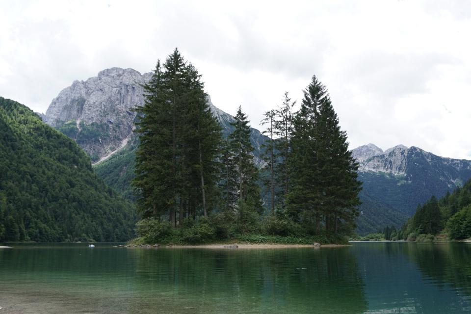 Der Lago del Predil in Italien nahe der slowenischen Grenze