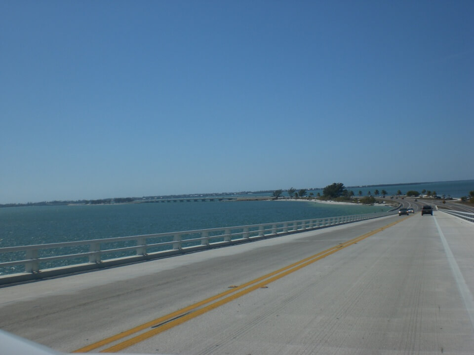 Die Seven Mile Bridge ist die laengste Bruecke des Overseas Highway der die Florida Keys von Key Largo bis Key West verbindet