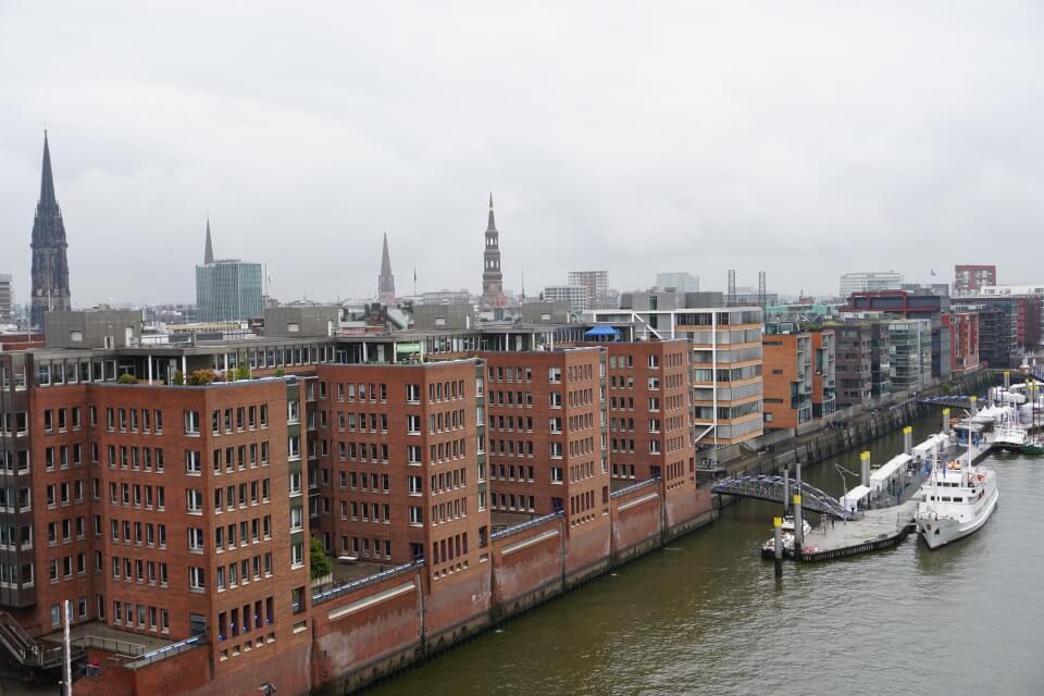 Ausblick Richtung Speicherstadt von der Aussichtsplattform der Elbphilharmonie