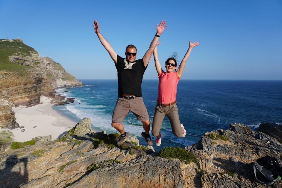 Lisa und Marco vom Reiseblog Road Traveller am Kap der Guten Hoffnung in Suedafrika