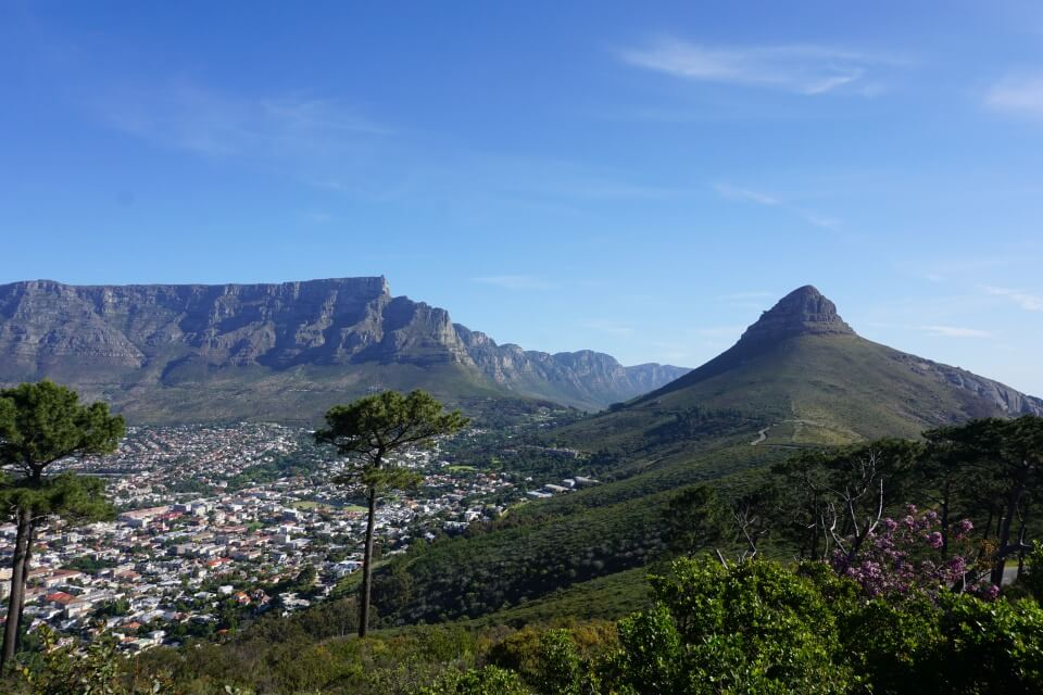 Kapstadt Sehenswuerdigkeiten: Ausblick auf Lions Head und Tafelberg