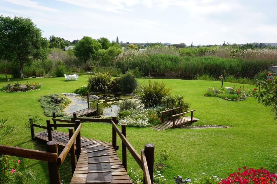 Der Garten unserer Unterkunft in Oudtshoorn am Swartbergpass