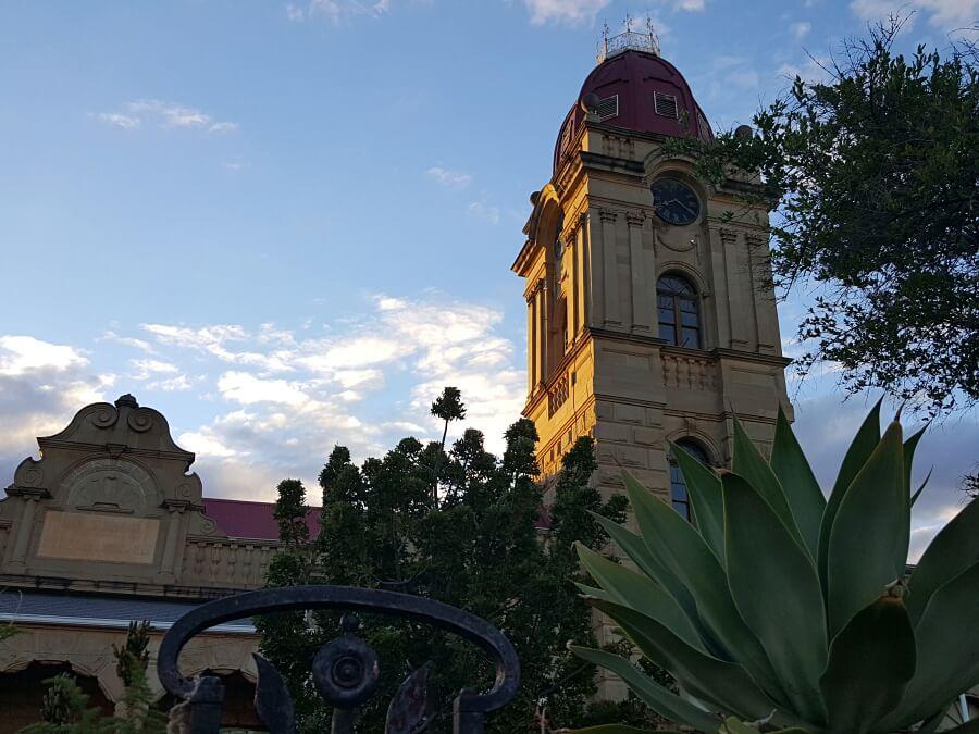 Oudtshoorn Stadt der Strausse in Suedafrika