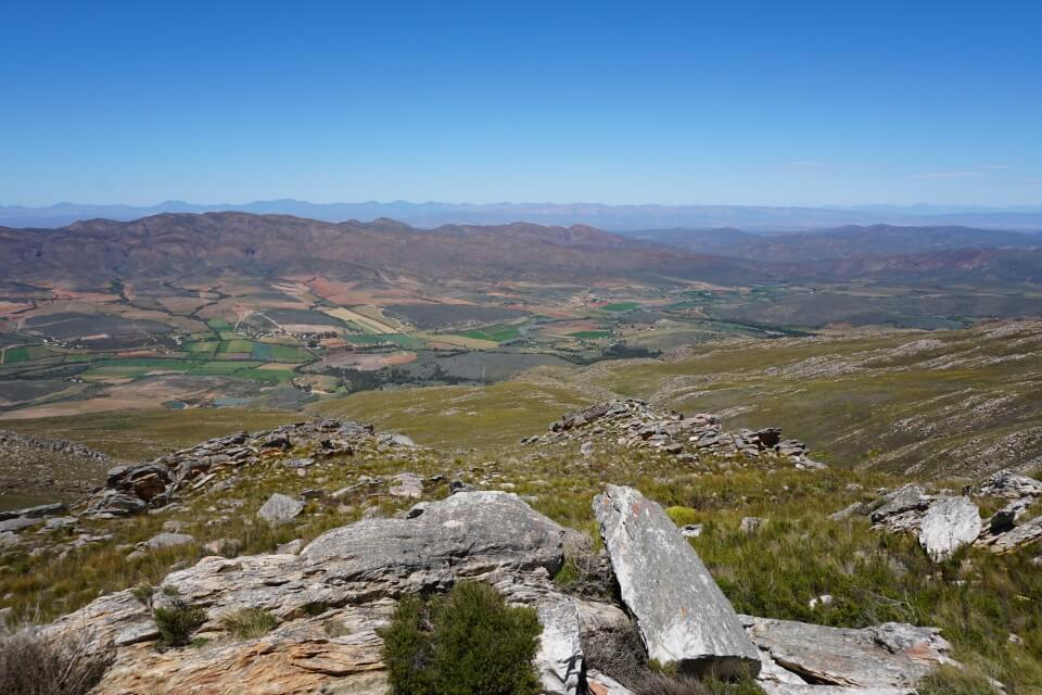 Aussicht vom Swartbergpass beim Roadtrip ueber die Route 62 in Suedafrika
