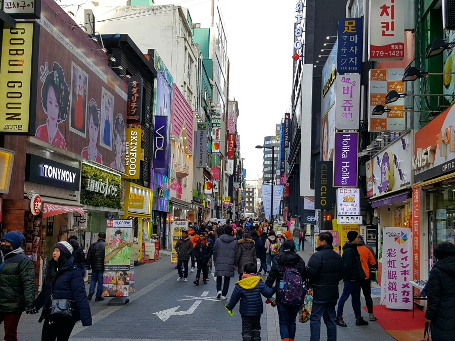 Shopping in Myeongdong Seoul Suedkorea