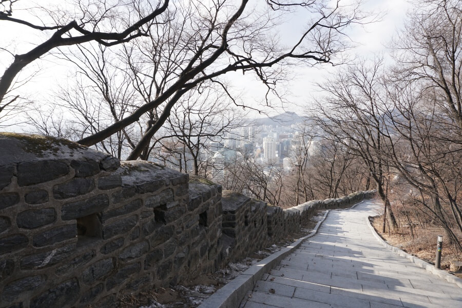 Fußweg vom Namsan Seoul Tower