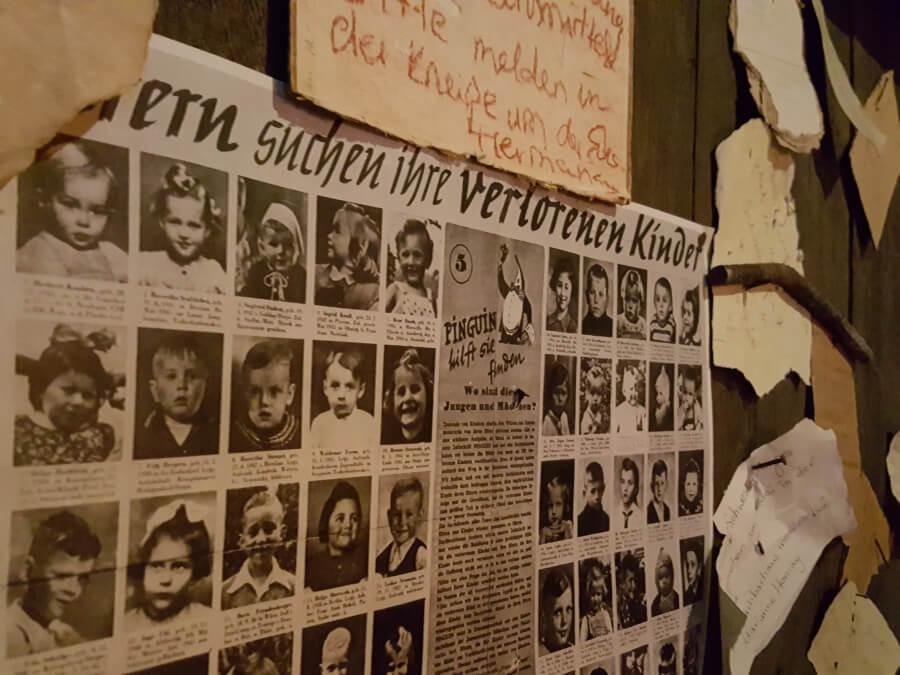 Plakat in der Ausstellung Story of Berlin