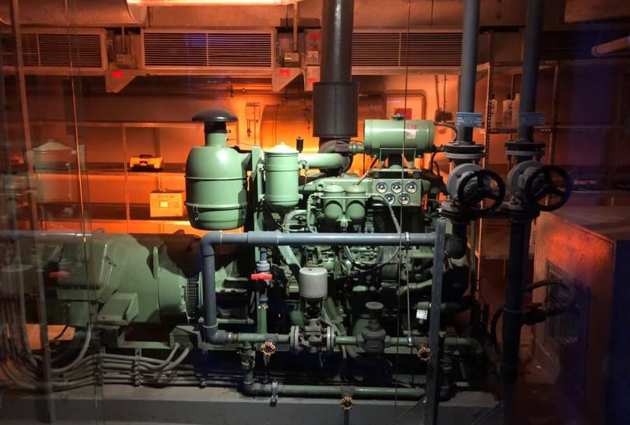 Stromversorgung im Atomschutzbunker der Story of Berlin