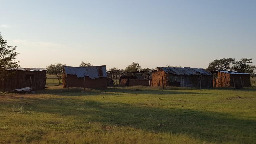 Damara Dorf nahe Grootberg Lodge