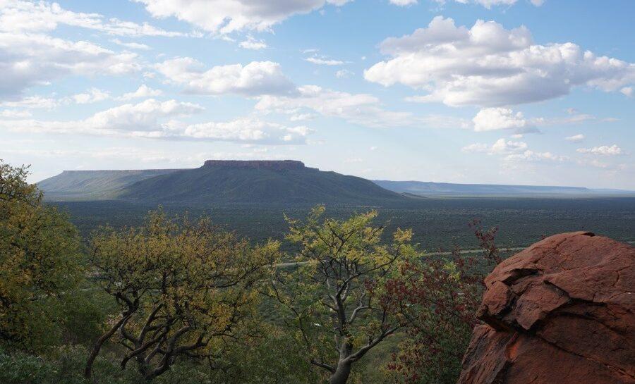 Blick auf den Waterberg vom gegenueberliegenden Kleinen Waterberg