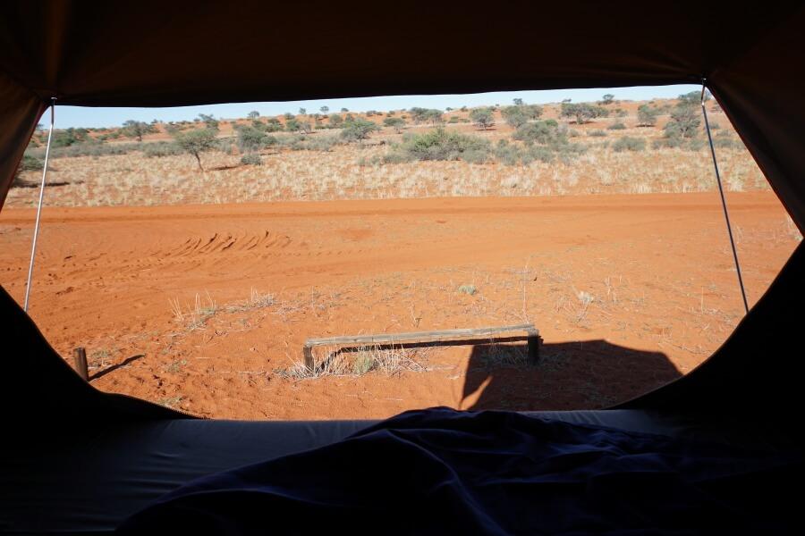 Ausblick aus unserem Dachzelt beim Campen in Namibia