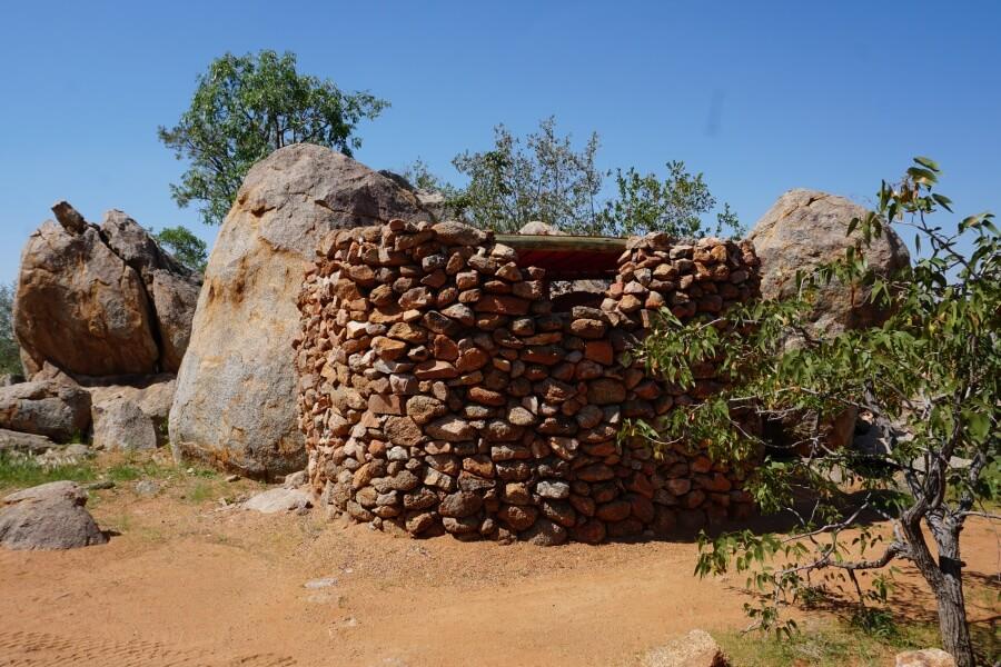 Naturnahe private Dusche auf der Hoada Campsite im Damaraland