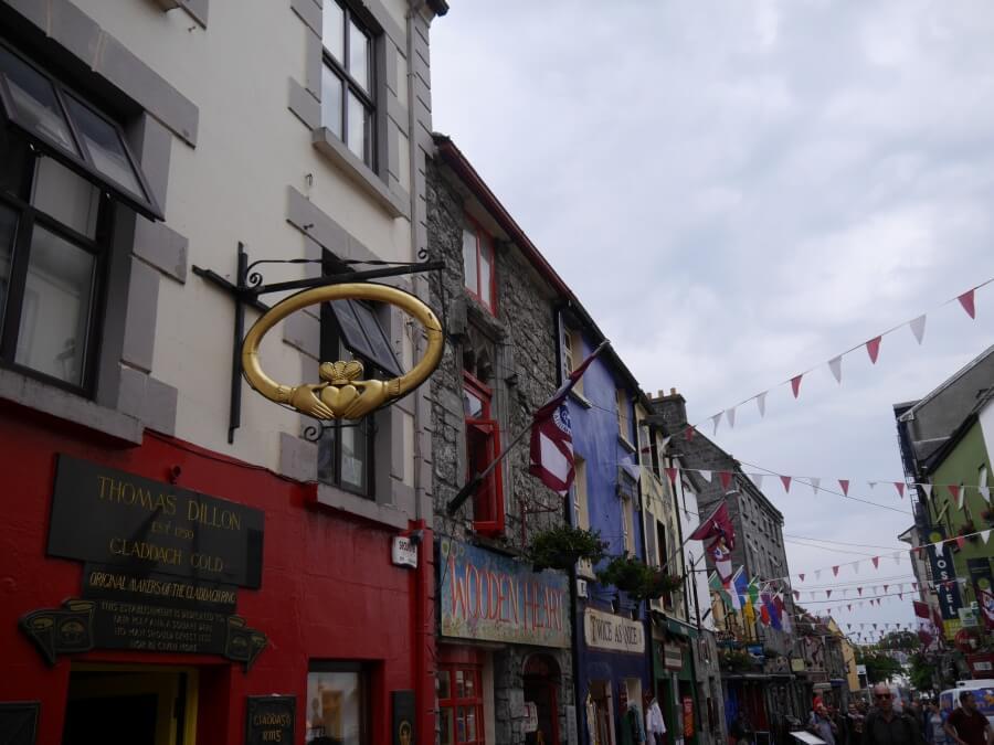 Altstadt von Galway an der Westkueste in Irland