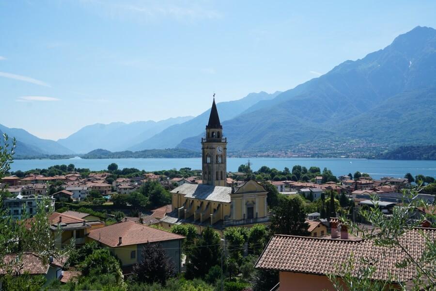 Domaso ist ein Ferienort am noerdlichen Lago di Como