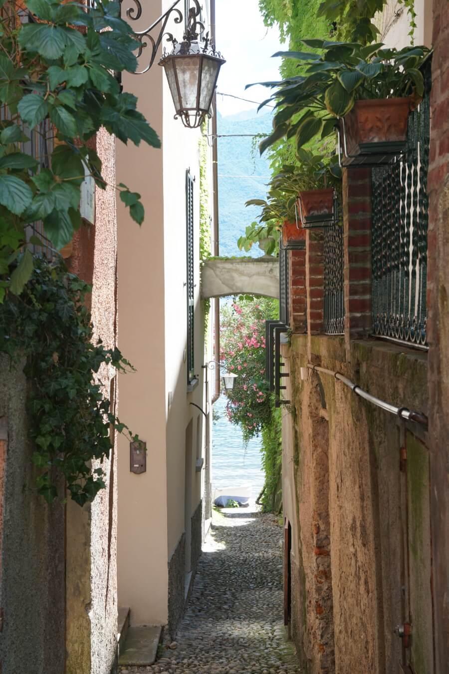 Gasse in Bellagio am Comersee auf unserem Norditalien Roadtrip