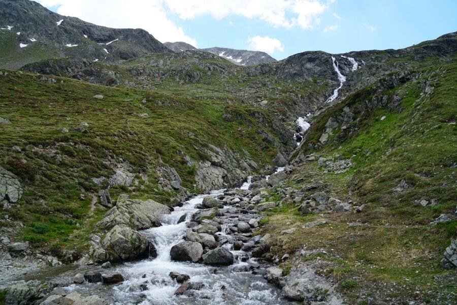 Tolle Natur auf dem Fluelapass auf der Grand Tour Schweiz