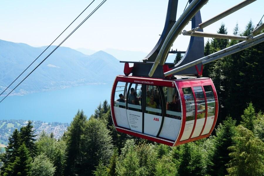 Mit der Cardada Gondel zum Aussichtspunkt ueber Locarno und den Lago Maggiore