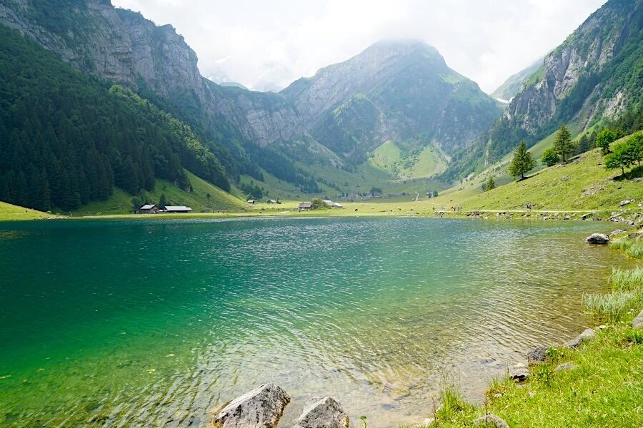 Wanderung zum Seealpsee bei Appenzell in der Schweiz