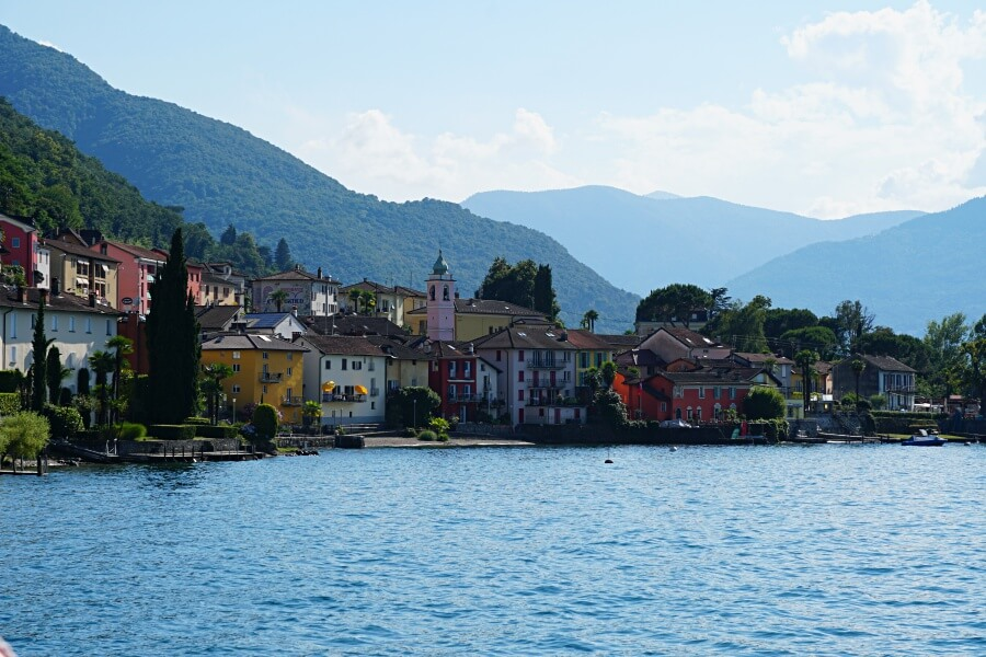Schifffahrt auf dem Lago Maggiore in der Schweiz